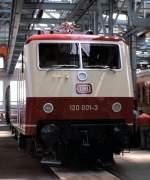 120 001/75303/120-001-3-bei-der-ausstellung-100 120 001-3 bei der Ausstellung 100 Jahre elektrische Lokomotiven in München Freimann, am 25. Mai 1979.